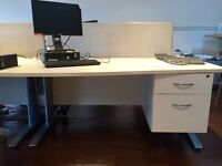 5 X white single wave desks and sviwel office chairs. Delivery.