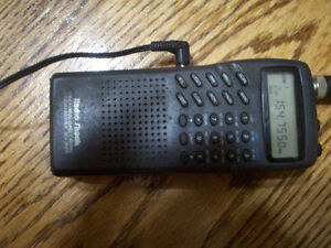200 channel handheld Police scanner with car cord!