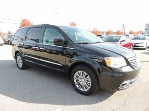 2016 Chrysler Town & Country Touring-L Windsor Region Ontario image 4