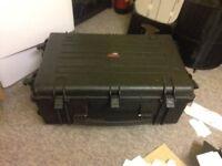 calumet camera peli type case witrh wheels and handle