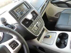 2016 Chrysler Town & Country Touring-L Windsor Region Ontario image 18
