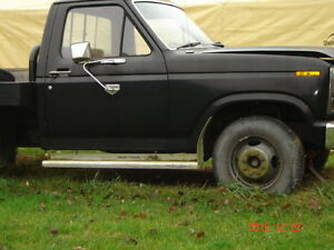 1982 Ford F-350 Checker plate flatbed work truck.