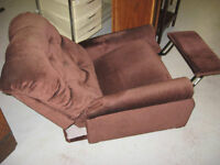 CHOCOLATE BROWN RECLINER IN GREAT SHAPE - DELIVERY AVAILABLE