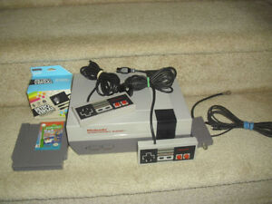 Nintendo NES Set, complete with 2 CONTROLLERS + game!