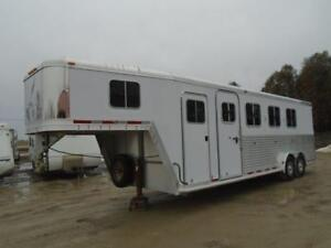 2004 Featherlite Trailer 4 Horse Slant Load Gooseneck Dress Room