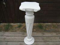 White vase stand