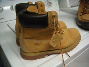 Timberland boot  (size 7.5 m   for boy ) (and 8 for girl )