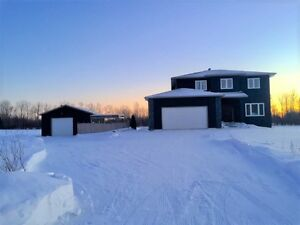 GREAT PLACE TO CALL HOME ON 2 ACRES IN LA BROQUERIE