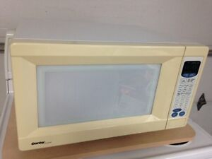 **** White microwave for sale - excellent condition!