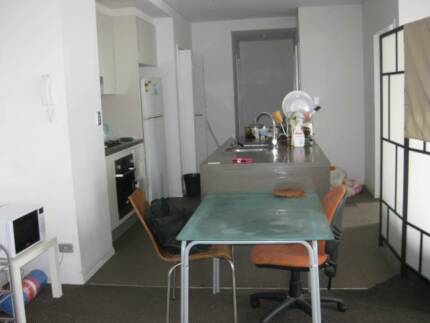 CITY.MERITON APT. A MALE