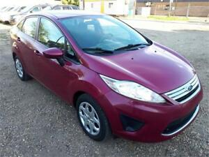 2011 Ford Fiesta SE-ONE OWNER-CLEAN CARPROOF-FREE  WARRANTY