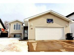Fully Fineshed 4 BD in Sylvan Lake with HOT TUB & Gazebo