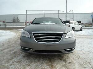 2012 Chrysler 200 Limited-LEATHER-SUNROOF-FREE REMOTE STARTER