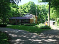 HOME PRICED TO SELL 1 acre 10 mins to Barrie 6bd 3bth BIG SHOP