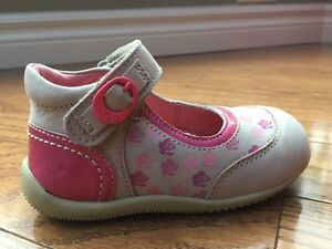 New High end Girls Leather shoe size 6.5