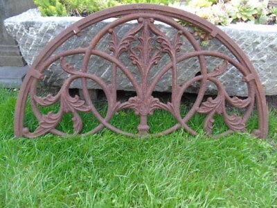 ancienne plaque de soupirail, fronton en fonte patinée rouillé ! demi-lune