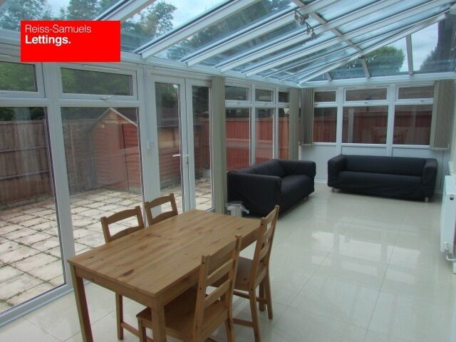 CALLING ALL STUDENTS LARGE 5 DOUBLE BED 4 BATHROOM HOUSE WITH CONSERVATORY OFFERED FURNISHED