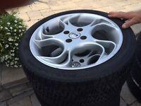 4 pneus d'été avec MAGS MOMO 215/40R16-86H M+S
