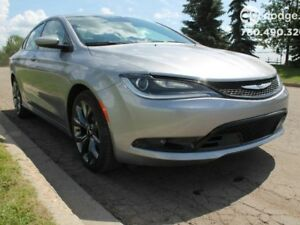 2016 Chrysler 200 DEMO SPECIAL / S / Panoramic Sunroof / Rear Ba