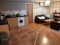 Ensuite double room to let in a two bedroom flat Cameron Street