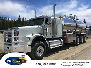 2004 Freightliner FLD120SD Tri-Drive Sleeper Potable Water Truck