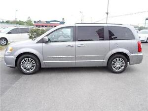 2014 Chrysler Town & Country Touring Windsor Region Ontario image 5