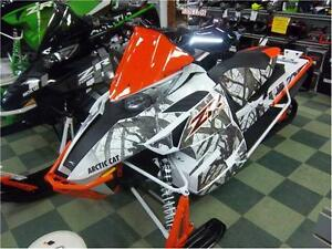 """2017 ARCTIC CAT ZR 8000 LIMITED 137"""" FREE TRAIL PASS INCLUDED! Peterborough Peterborough Area image 1"""