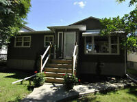 Great location on Park Close to Downtown,975sqft home,3 bedrooms