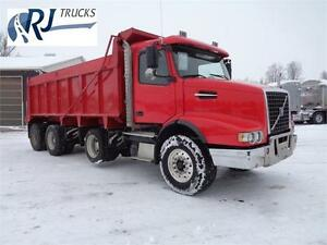 2006 VOLVO VHD TRI-AXLE DUMP TRUCK, 20'FT STEEL BOX Kitchener / Waterloo Kitchener Area image 2