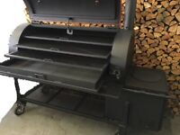 Commercial Grade Smoker, Grill & BBQ - MINT CONDITION.