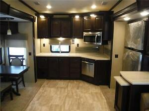 2016 Columbus 340RK Luxury Rear Kitchen 5th Wheel - 3 Slideouts Stratford Kitchener Area image 7