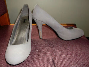 grey Fioni size 7.5 high heel shoes