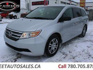 2011 Honda Odyssey EX 8 Passenger clean Van