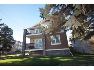 EXECUTIVE LIVING! CLOSE TO ALL AMENITIES! LACOMBE!