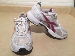 Women's Reebok Running Shoes Size 8 London Ontario image 3