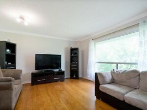 Spacious Move In Ready Town Home@Queen/Bramalea,L6T2X2