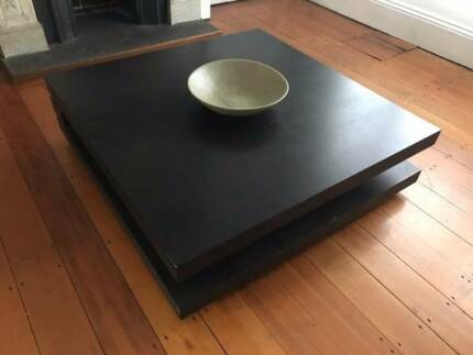 Stylish beautiful coffee table in great condition