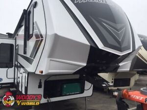 2019 Momentum G-Class 350G Toy Hauler 5th Wheel