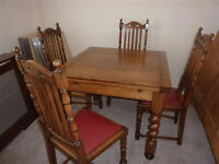 Stunning Traditional Oak Dining Table and 4 Chairs