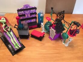 Monster High Dolls & Accessories