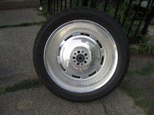 2 roues arriere 17 pouces par 200 mm etais sur softail chaque