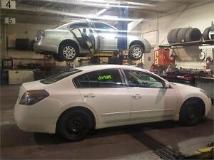 2009 NiSSAN ALTIMA 2.5 S WITH LOW KMS..2 SETS OF WHEELS