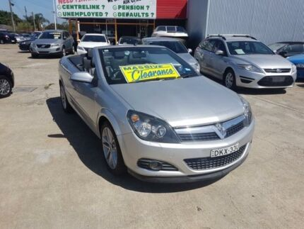 Holden astra ah 2007 convertible 2drs auto black sat vanv reverse 2007 holden astra ah my07 twin top silver 4 speed automatic convertible fandeluxe Images