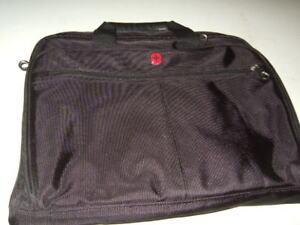 different laptop messesnger bag