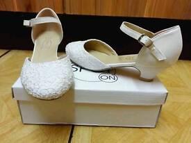 Ivory bridesmaids shoes size 2