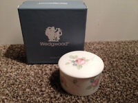 Wedgwood Rosehip Trinket box (BRAND NEW in box - unwanted gift) Collection Eh11