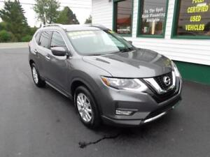 2017 Nissan Rogue SV w/ pano roof only $219 bi-weekly all in!