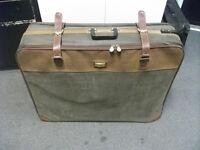 Large Suitcase for sale. Brand - Unicorn. Size : 86cm * 66cm * 24cm