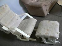 chaise bercant avec pouff