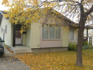 Renovated Lakeview 3 bedroom duplex Pets OK Avail Jan 1